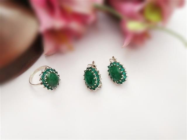 Green Onyx Lever Back Earrings And Ring - Missori