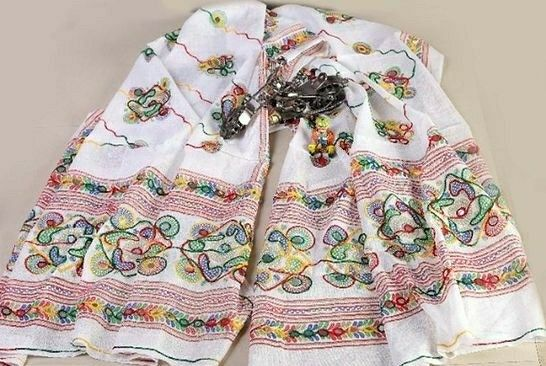 Cotton Dupatta With Katchi Embroidery - LeZaa
